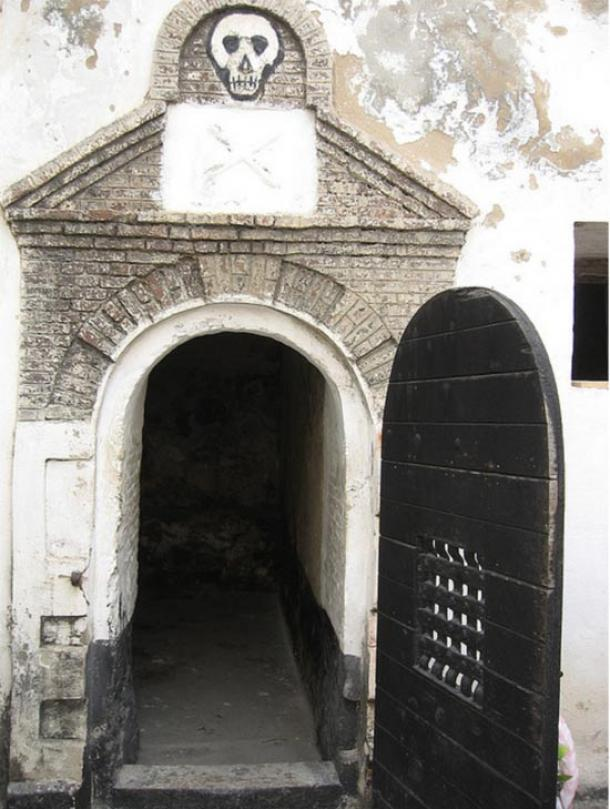 An example of a cell in which slaves were kept at Elmina Castle, Ghana